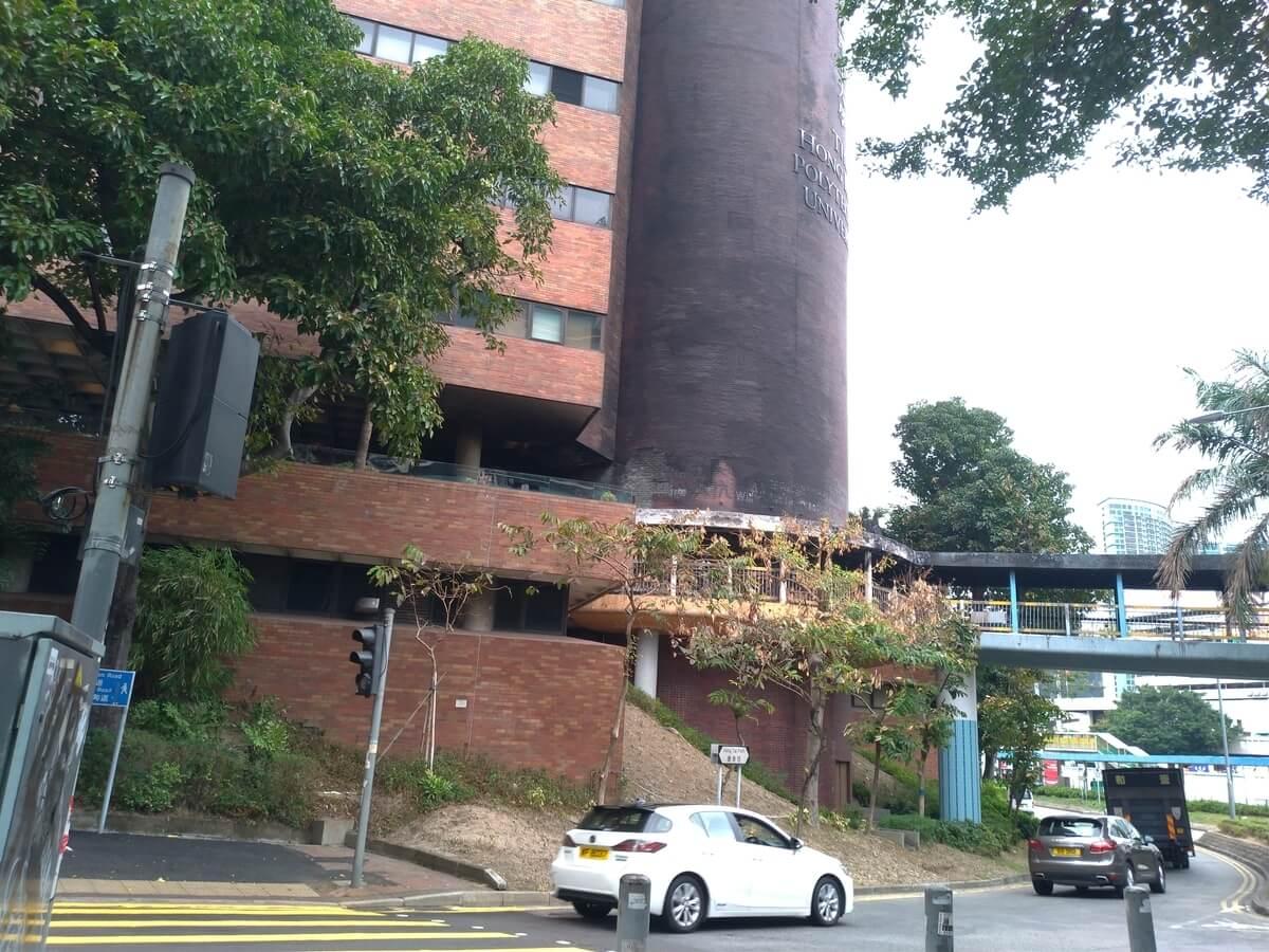 激しく破壊を受けた香港理工大学