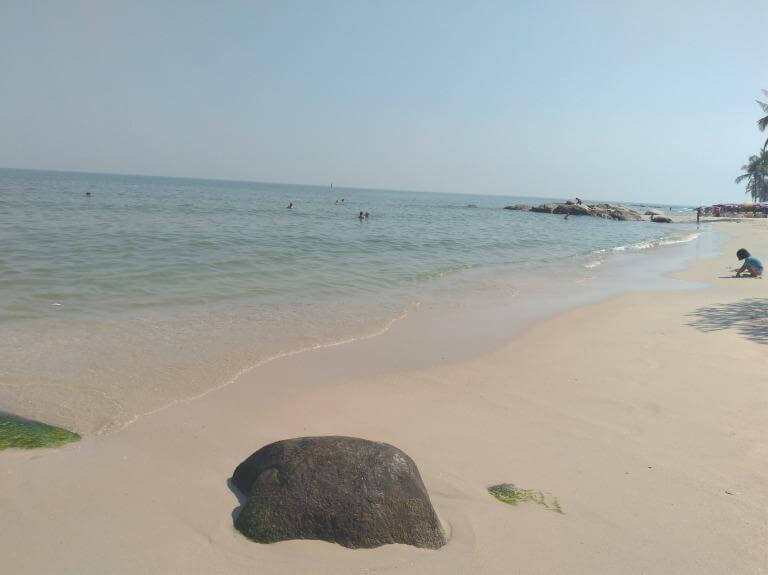ホアヒンの「美しい海」を一人旅で満喫