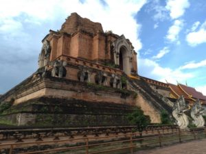 ①ワット・チェディルアン(Wat Chedi Luang)