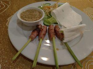 フエの伝統料理「ネムルイ」