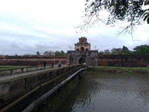 王宮の入り口「ガン門」