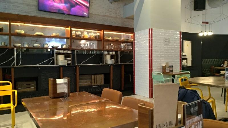 仕事もできる「カフェとレストラン」が併設