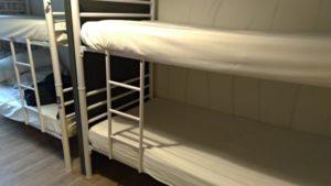 ベッドにカーテンがない