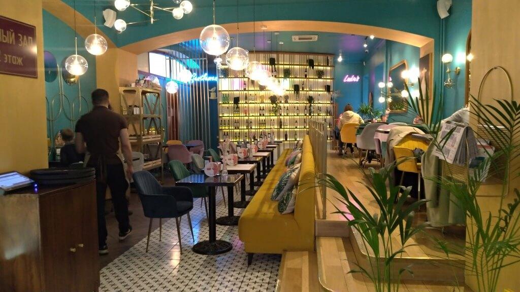「Cafe Seasons」 コンサートホール隣接のカフェ