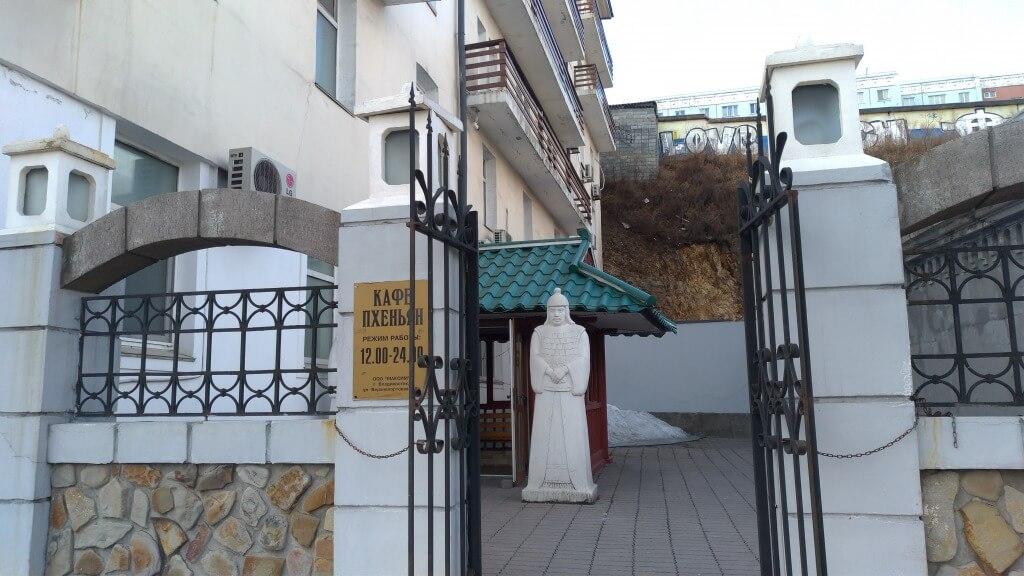 ウラジオストクの北朝鮮レストランをレビュー